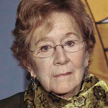 Dr. Julia  Levy